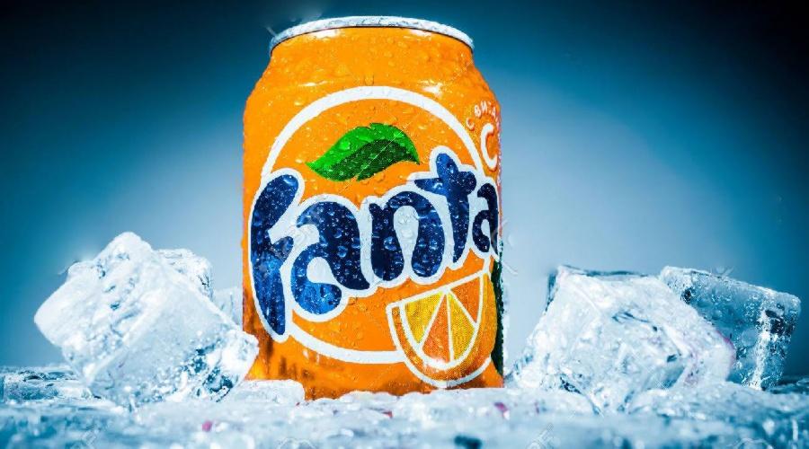 1602171953-50622592-moscu-rusia-04-de-abril-2014-lata-de-refresco-coca-cola-fanta-naranja-sobre-hielo-fanta-es-una-marca-.jpg